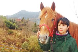 馬森牧場の菅野奈保美さんの写真