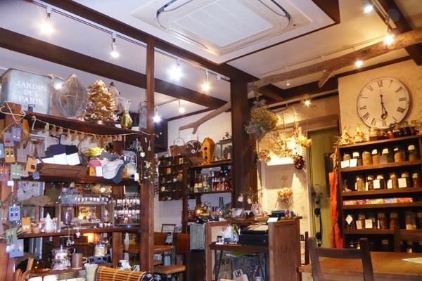 レリーサ店内の雑貨コーナーの画像