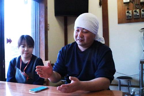 佐久名さんインタビューの様子2