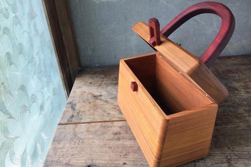 木のハンドバック内部の画像