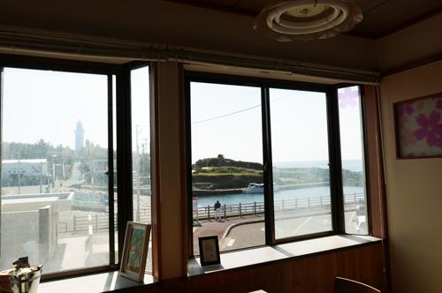 店舗二階からの眺め(野島崎灯台)