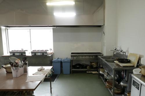 旧校舎を利用した調理場の画像
