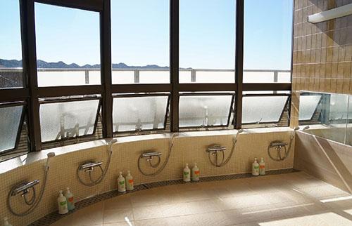浴室から見える海の画像