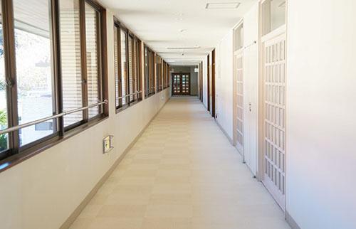長い廊下の画像