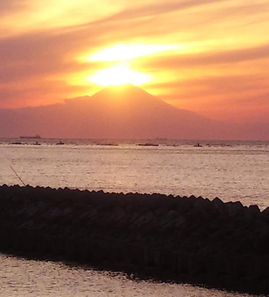 多田良海岸のダイヤモンド富士