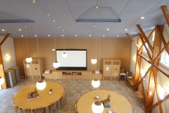 せいざんカフェの大型スクリーン