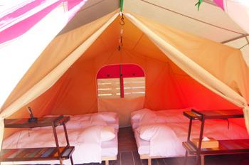 テント内部のベッド