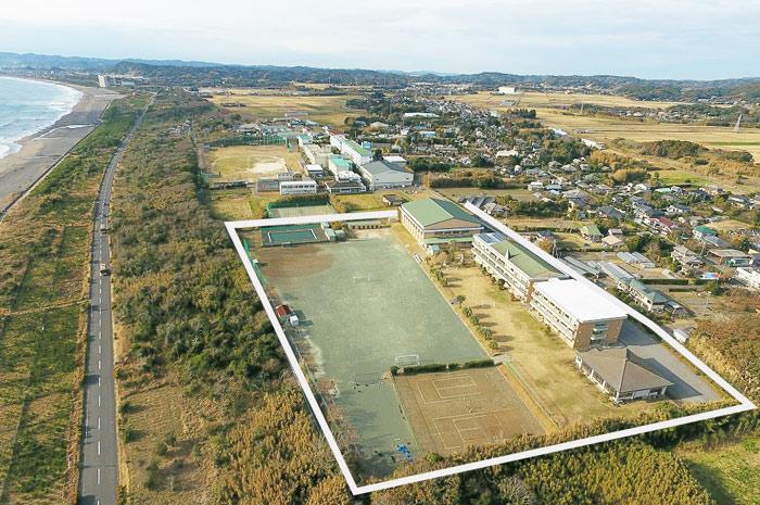 旧和田中学校(東側から空撮)