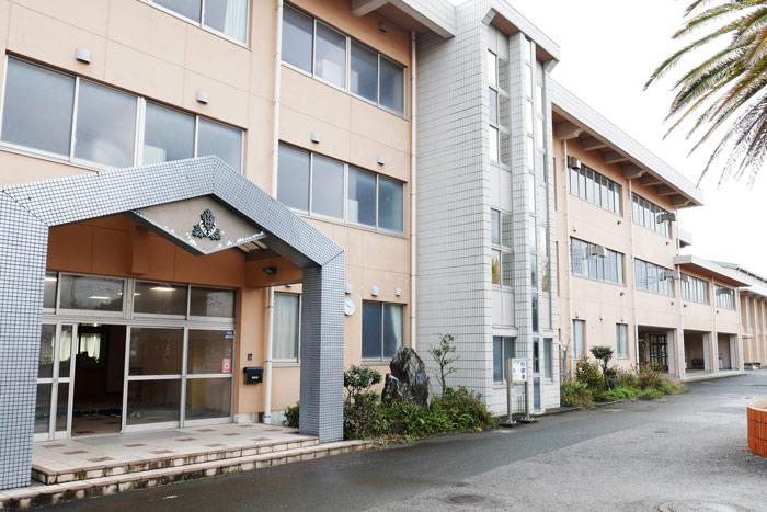 校舎棟の入り口