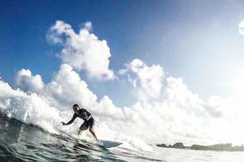 千倉の海でサーフィン