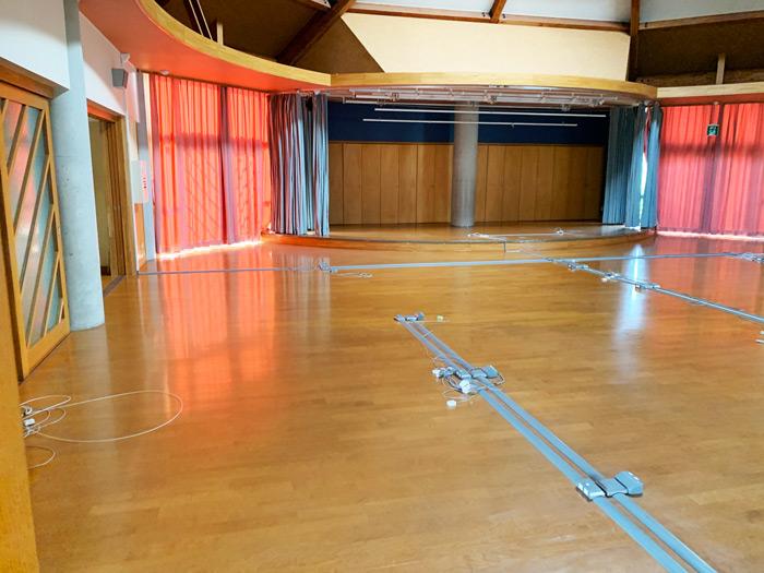 ステージ付きの部屋
